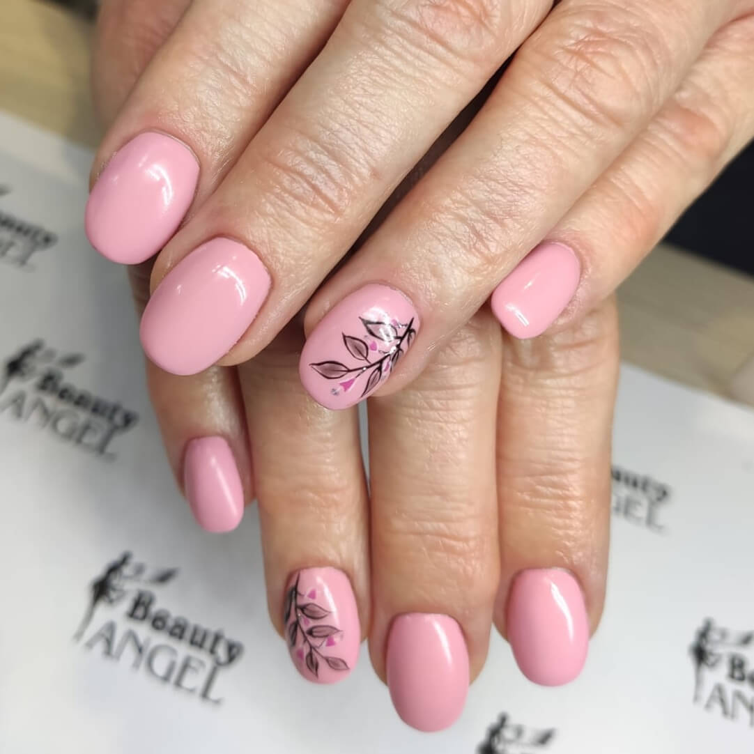 rożowe hybrydy - stylizacja paznokci salonu Beauty Angel
