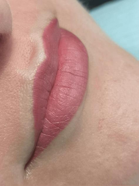 Makijaż permanentny ust wykonany wsalonie Beauty Angel wRzeszowie.