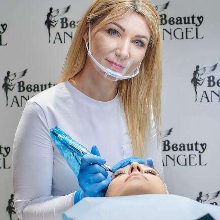 Zabieg makijażu permanentnego wwykonaniu Bogumiły Żołnierczyk
